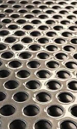 Chapa de metal perfurada